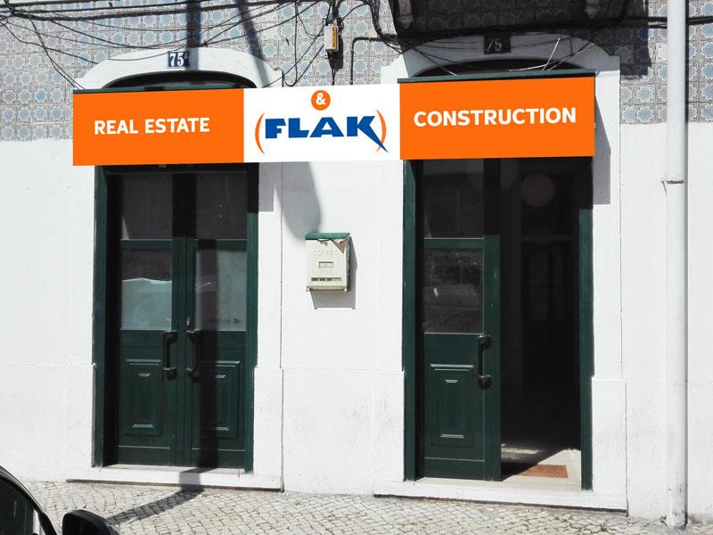 Criação, impressão e montagem de placa publicitária para a empresa Flak imobiliária.