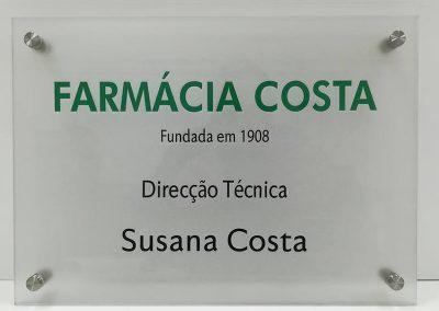 Placa de acrílico com afastadores metálicos Farmácia costa