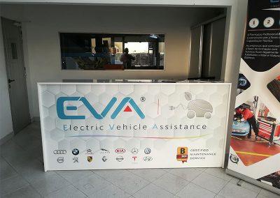 Electric vehicle assistance. Impressão e aplicação de vinil em balcão