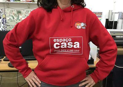 Sweatshirt com capuz estampadas. Casa do Benfica Seixal